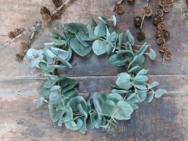 Kunstig Eucalyptus krans Ø23 cm , hemmetshjarta.dk